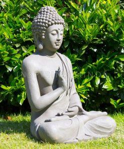 Rechterzijde tuinbeeld boeddha gerechtigheid grijs 73 centimeter