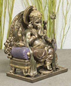 Ganesha Zittend op Troon-1
