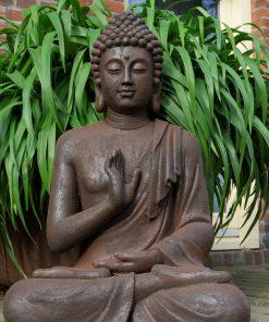 Boeddha-zittend-tuinbeeld-gerechtigheid